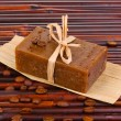 Hand-made soap on bamboo mat - Foto Stock