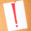 White note with exclamation mark on cork board — Stock Photo