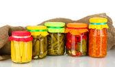 Tarros con las verduras enlatadas en lona fondo — Foto de Stock