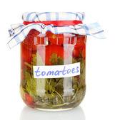 Glas mit tomatenkonserven isoliert auf weiss — Stockfoto