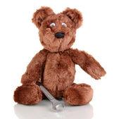 Sitzen Bär Spielzeug mit Schraubenschlüssel isoliert auf weiss — Stockfoto