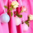 Beautiful roses in vases hanging on cloth background — Stock Photo