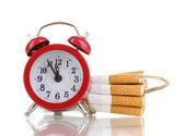Sigarette legati con corda e stoppino isolateed su bianco — Foto Stock