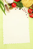 Livro de receitas, legumes e especiarias sobre fundo verde — Foto Stock