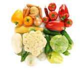 在白色背景上孤立的明亮多彩蔬菜 — 图库照片