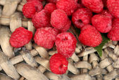 Fresh raspberries on wicker mat close-up — Stock Photo