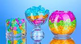 Unas gafas con coloridas piedras decorativas en primer plano de fondo azul — Foto de Stock