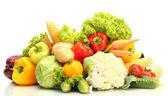 świeże warzywa na białym tle — Zdjęcie stockowe