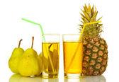 стакан сладкого сока с фруктами, изолированные на белом — Стоковое фото