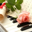Background of synthesizer keyboard with rose — Stockfoto