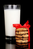 Glass of milk and cookies isolated on black — Stock Photo