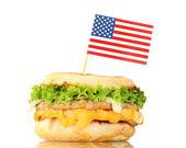 вкусный сэндвич с американским флагом, изолированные на белом — Стоковое фото