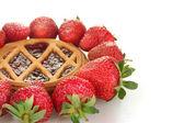 Tart garnished with strawberry on white background close-up — Stock Photo