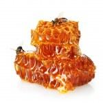 tatlı Petek Bal ve arı, üzerinde beyaz izole — Stok fotoğraf #12090626