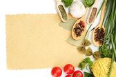Papír pro recepty, zeleniny a koření, izolované na bílém — Stock fotografie