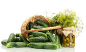 Fresh cucumbers, pickles and dill in basket isolated on white — Foto Stock
