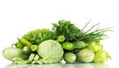 Färska gröna grönsaker isolerad på vit — Stockfoto