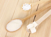 Sweetener and white sugar in spoons on wooden background — Stock Photo