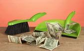 Renkli arka plan yakın çekim üzerinde kürek piyango para — Stok fotoğraf