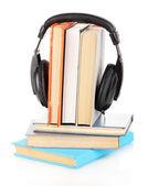 Auriculares en libros aislados en blanco — Foto de Stock