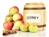 Honing en appels met kaneel geïsoleerd op wit — Stockfoto