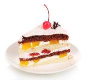 分层的水果蛋糕上白色隔离 — 图库照片