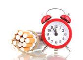 Cigarrillos ataron con cuerda y mecha isolateed en blanco — Foto de Stock