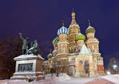 Saint Basil's Cathedral with Minin and Pozharsky statue, Moscow — Stock Photo