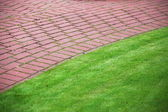 Garden stone path with grass, Brick Sidewalk — Stock Photo