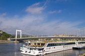ブダペストの川船について — ストック写真