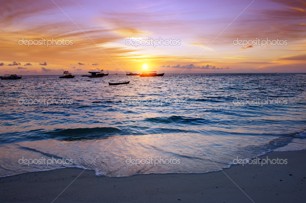 Vivid sunset over the harbor in the Maldives — Stock Photo #11924389