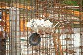 Taczki budowlane witryny z betonu i stali — Zdjęcie stockowe