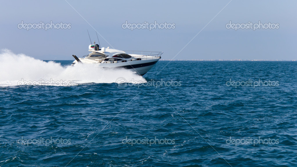 Luxurious yacht floating in the sea — Stock Photo #11413823
