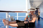 A man enjoying a cocktail on the liner — Stock Photo