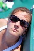 Retrato de una chica guapa en gafas — Foto de Stock