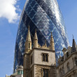 St Andrew Undershaft Church and the Gherkin - Foto Stock