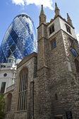 St Andrew-Barbara-Kirche und die Gurke — Stockfoto