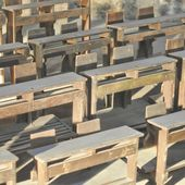 Stará školní lavice — Stock fotografie