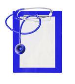 Estetoscópio e azul prancheta isolada no branco — Foto Stock