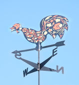 Cock decorative on the roof of the arrow. Weather vane — Stock Photo