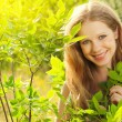 Beauty girl in nature — Stockfoto