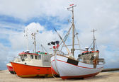 Fishing boats on the sand coast. — Stock Photo