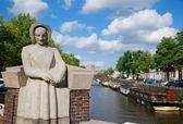 Hollandalı şehir canal. — Stok fotoğraf
