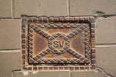 Rectangle sewer manhole on the pavement. — Stock Photo
