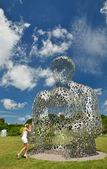 Modern sculpture in the National Botanical Garden of Kyiv. — Stock Photo