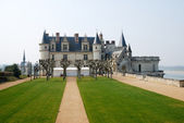 Medieval chateau with Italian garden before, Amboise — Stock Photo