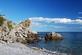 Kamienisty brzeg Morza Czarnego — Zdjęcie stockowe