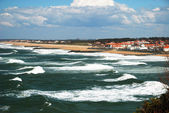 Continuous waves surging towards oceanfront near Biarritz. — Stock Photo