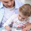 Father drawing with daughter — Stock Photo
