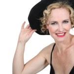 mujer rubia con sombrero negro — Foto de Stock